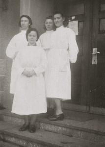 3 Jadzia&Nurses1945 5x7